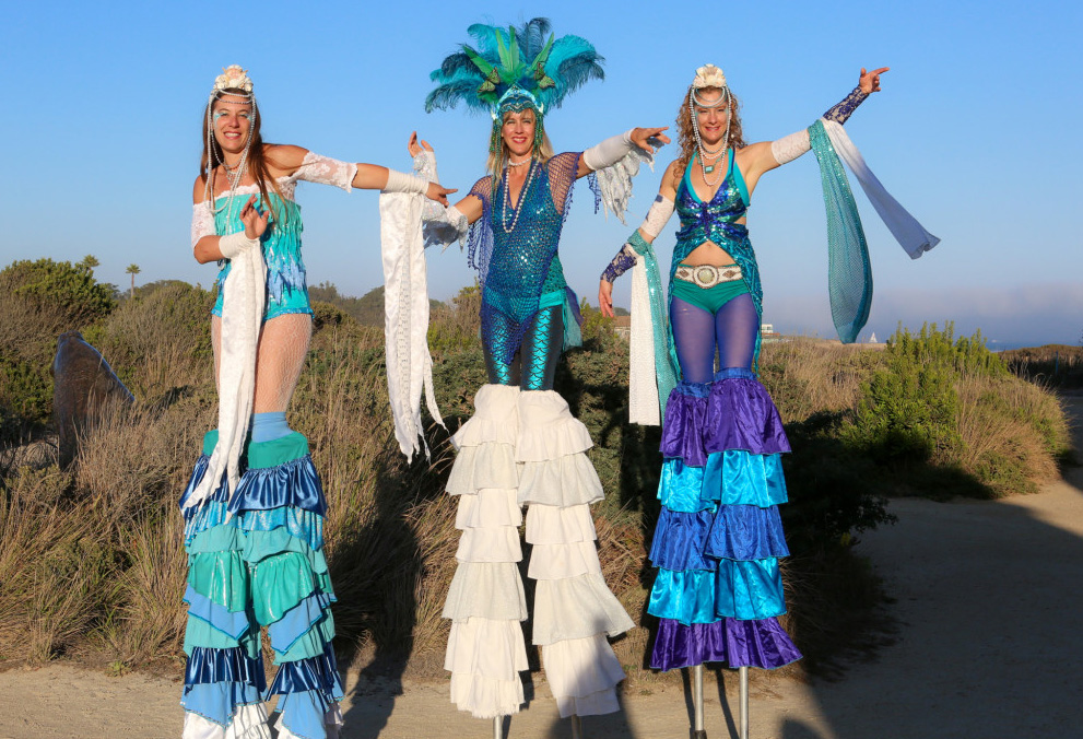 Samba Stilt Circus - 1:00-1:30 Performers will welcome attendees as the event kicks off.