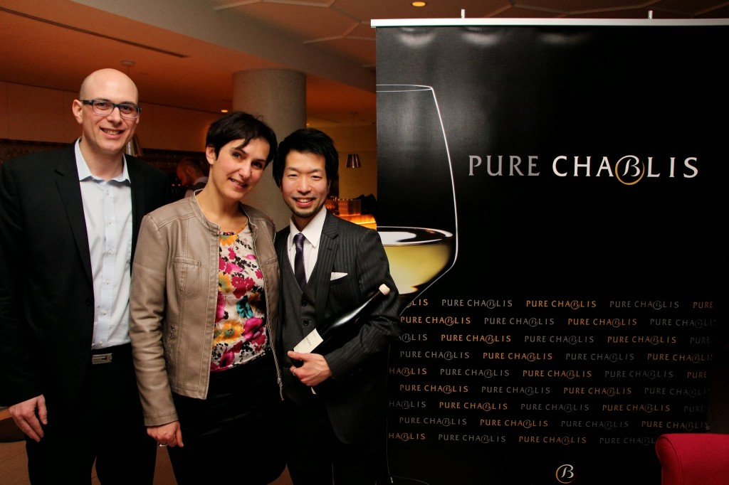 Christophe Cardona and Françoise Roure of Chablis congratulate winner Roger Maniwa