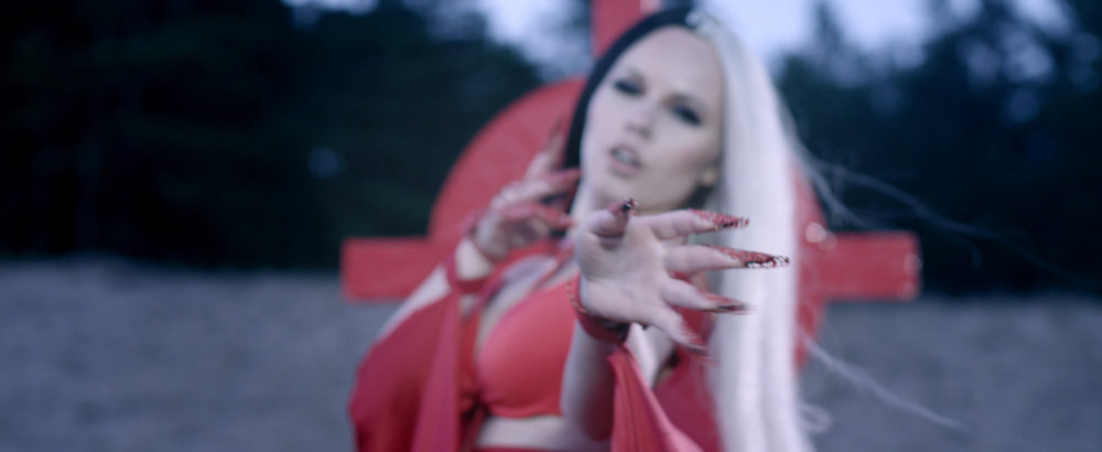 KERLI - Diamond Hard (OFFICIAL MUSIC VIDEO)_Web H.264_4k.00_00_20_08.Still007.jpg