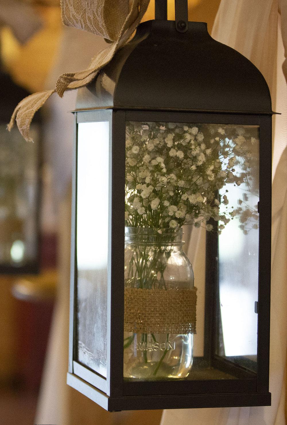 wedding-lantern-decor-babys-breathe.jpg