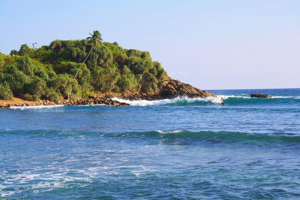 surfing_point_break_hiriketiya_bay_beach_sri_lanka 3.JPG