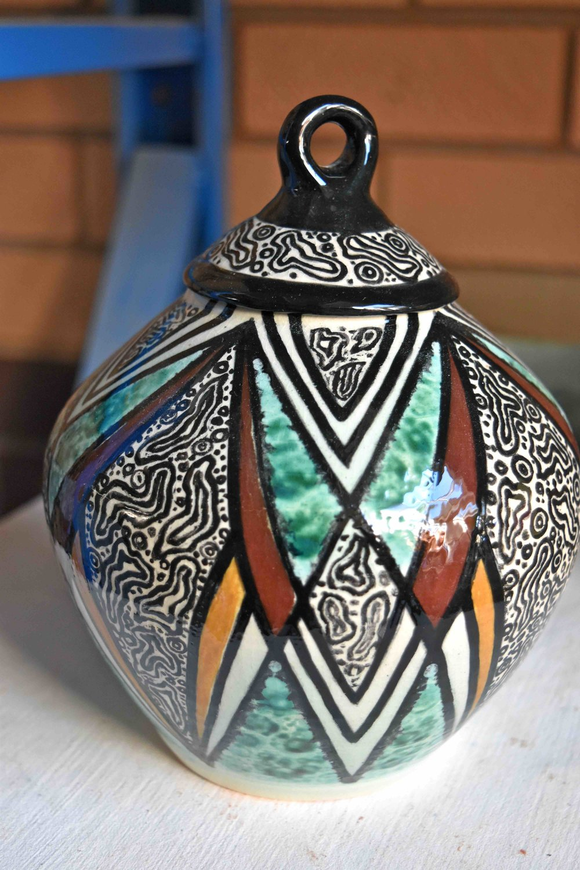 Patterned urn