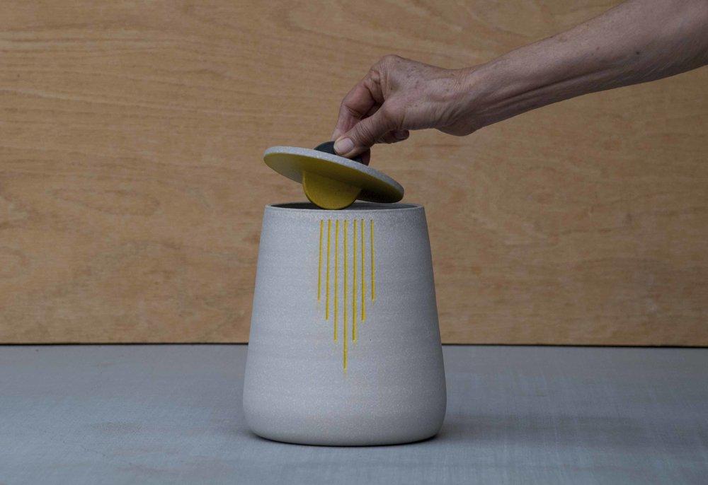 urn hand01.JPG