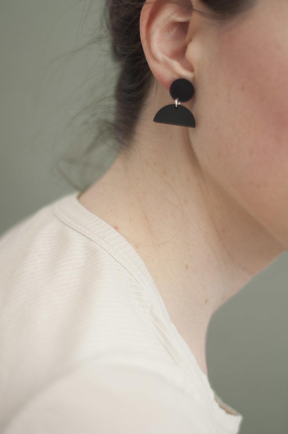 earring_5_black copy.jpg
