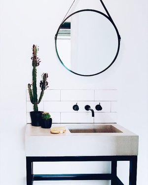 Small space concrete solutions ✔️✔️✔️ . . . #concrete #concretedesign #concretebenchtop #concretecountertops #concretevanity #bathroom #integratedbasin #handmade