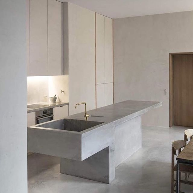 Now that's a serious concrete sink 😍  #concretedesign #concretekitchen #concrete #concretebenchtop #concretecountertops #concretesink #industrialdesign #industrial