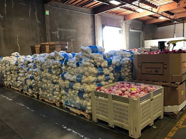 (3/3) Today we visited the Alameda County Community Food Bank, the hub of a vast collection and distribution network that provides food for 240 nonprofit agencies in Alameda County (Oakland, Berkeley, Fremont). In the last year, the Food Bank distributed 25 million meals -- more than half of the food was fresh fruits and vegetables. 🥕🌽Their goal is to ensure every food insecure child, adult and senior in Alameda County knows where their next meal is coming from. Feedthekiddos is helping by networking local community members to volunteer, donate food and fund raise for this great cause. #oakland #berkeley #alameda #feedthekiddos #foodies #getinvolved #lakemerritt #oaklandfood #community #carrots #donate #fooddrive #oaklandish #oaklandfoodie