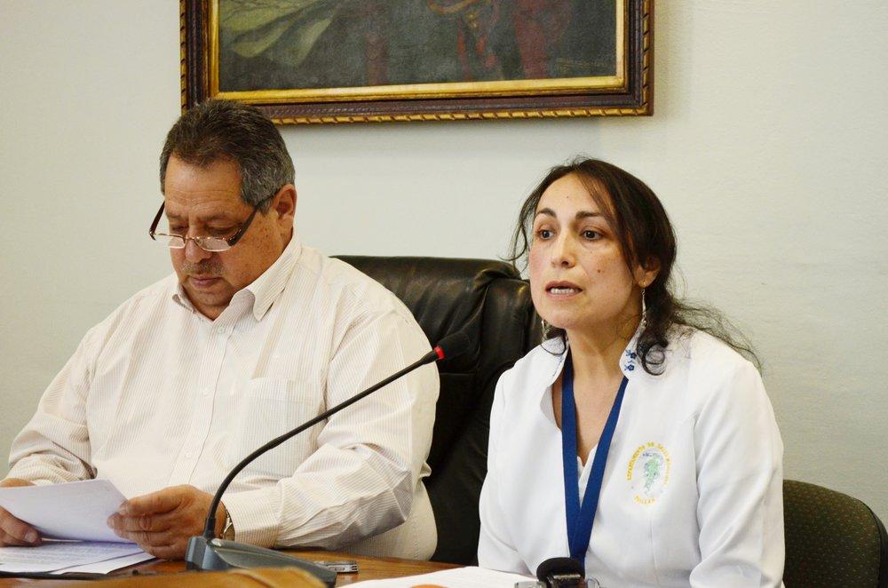 Alcalde Sergio Zarzar y Tatiana Cárdenas, la enfermera asesora de la Dirección de Salud Municipal de Chillán.