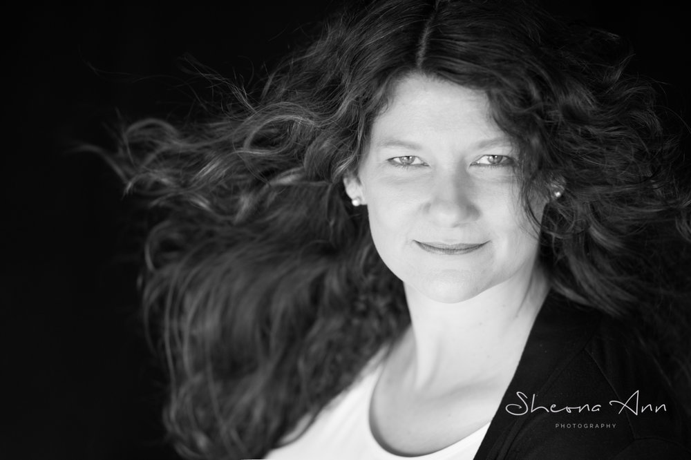 beautiful-big-hair-bw-portrait-sheona-ann-photography (1 of 1)-4.jpg