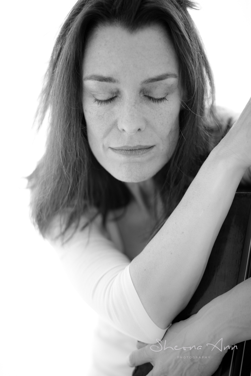 Eva-Boecker-cello-bw-sheona-ann-photography (1 of 1)-3.jpg