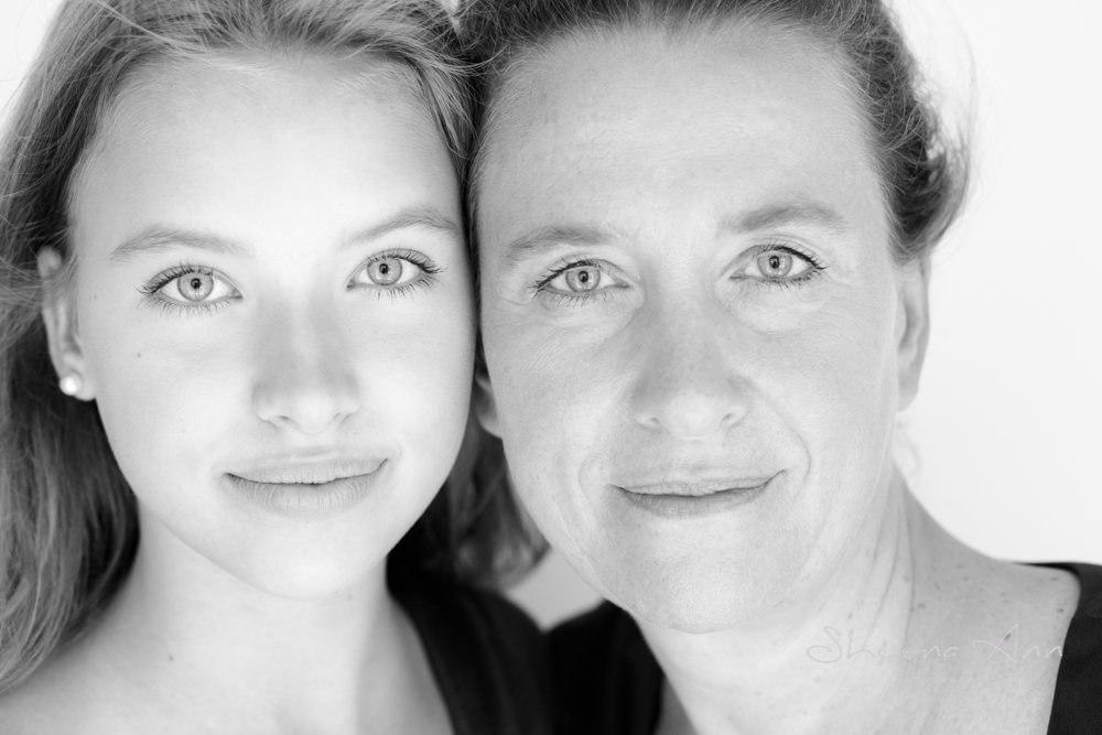 beautiful-bw-portrait-mother-daughter-sheona-ann-photography (1 of 1).jpg
