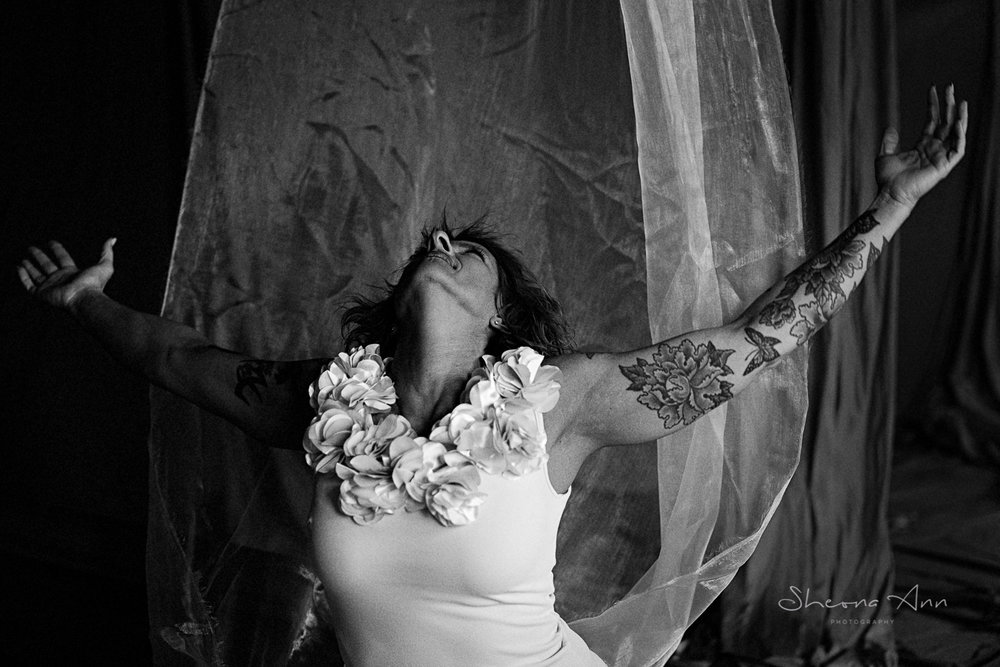 Vanessa-yoga-bw-Sheona-Ann-Photography (10 of 41).jpg