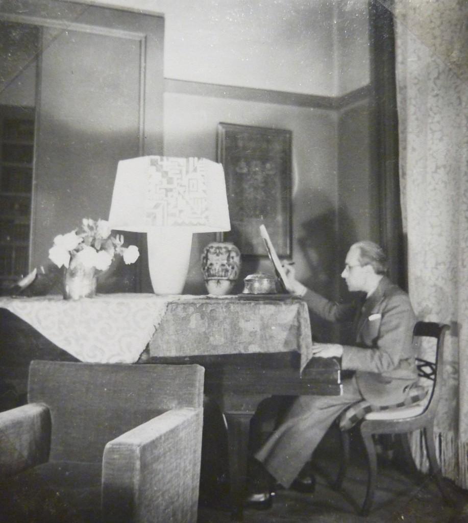 Pierre Vellones, dans son appartement parisien