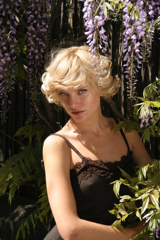 Beauty-Editorial 001 19-15-492006-05-01.jpg
