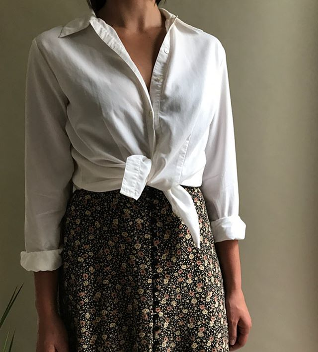 Simple +stylish vintage classic white cotton button up - size large fits small-large depending on fit $28 +shipping #vintagefashion #womenfashion #vintage #style #modern #wear #fashion #fashiondetails #womenstyle #vintagefashion