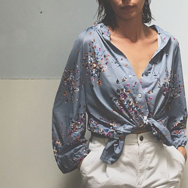 Vintage floral button up - size unmarked- fits small-large depending on desired look $38 +shipping #vintage #blouse #modern #silhouette #vintagefashion #womenfashion #vintageclothing