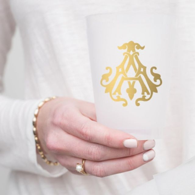 CHEERS to you! These $14 single monogram reusable cups make the best gift! #dmforinitial #dmtoorder #weship #christmashappys #hilltopfavorite