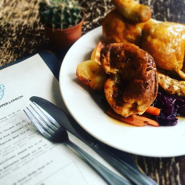 Sunday is coming. 👀  Join us @simonthe_tanner for the (self acclaimed) best roast in #SE1.  #SundayLunch #SundayRoast #sundayfunday #londonbridge #roastlondon #london #cookingwithbeer #foodie #eeeeeats #roastdinner #friyay #weekendvibes