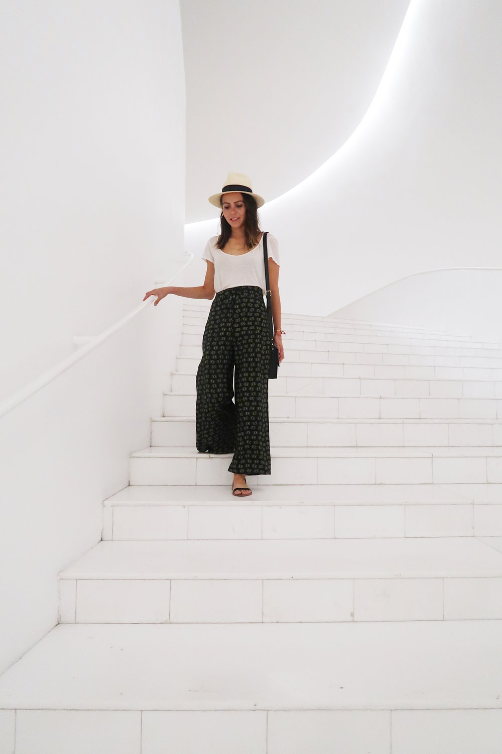 The inside of the museum is all white and looks stunning! So clean and bright and perfect for photos like this - lol.