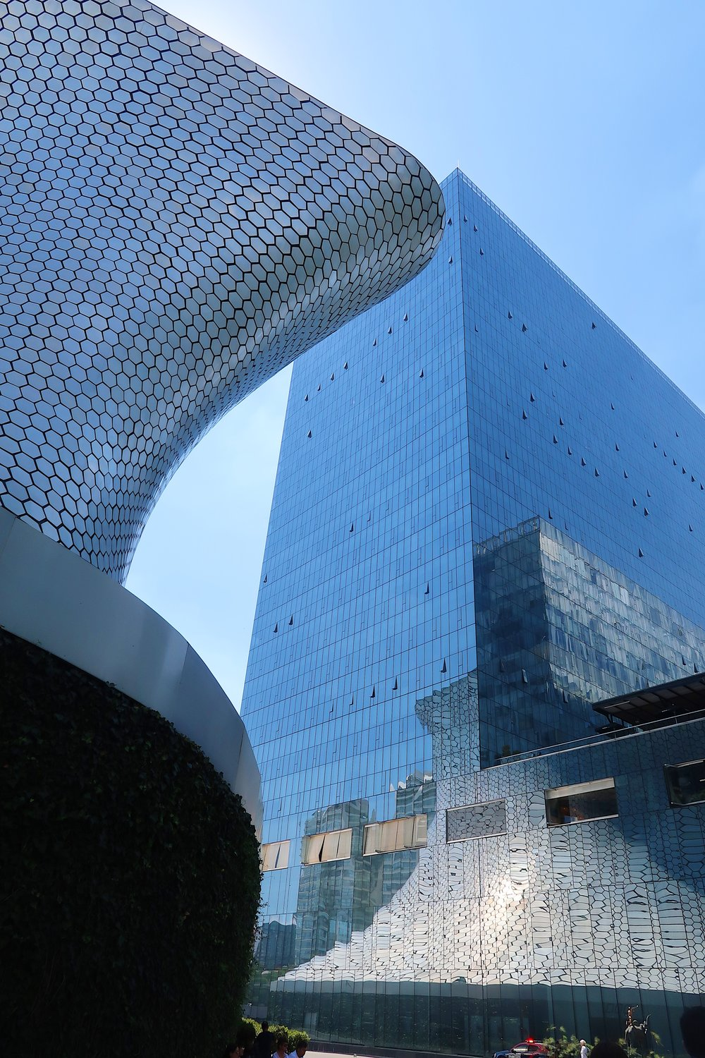 After a good breakfast we headed over to Museo Soumaya. The architecture is amazing! Such a beautiful museum.