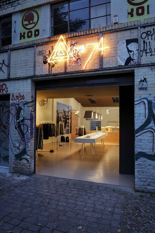 Adidas Icon Store No. 74 007.jpg