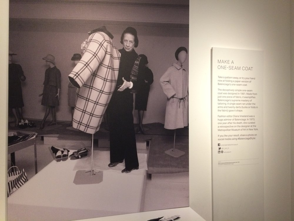 Diana Vreeland with the 1 seam coat.