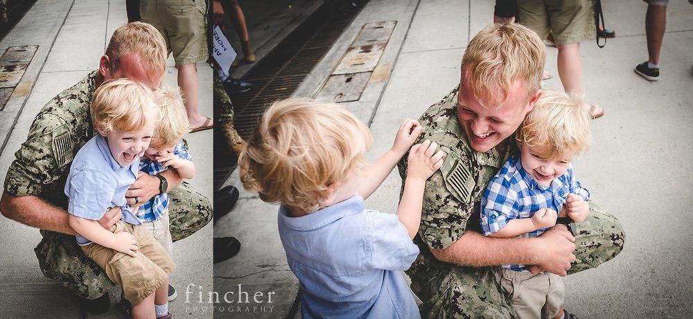 Joyful_Family_Military_Homecoming.jpg