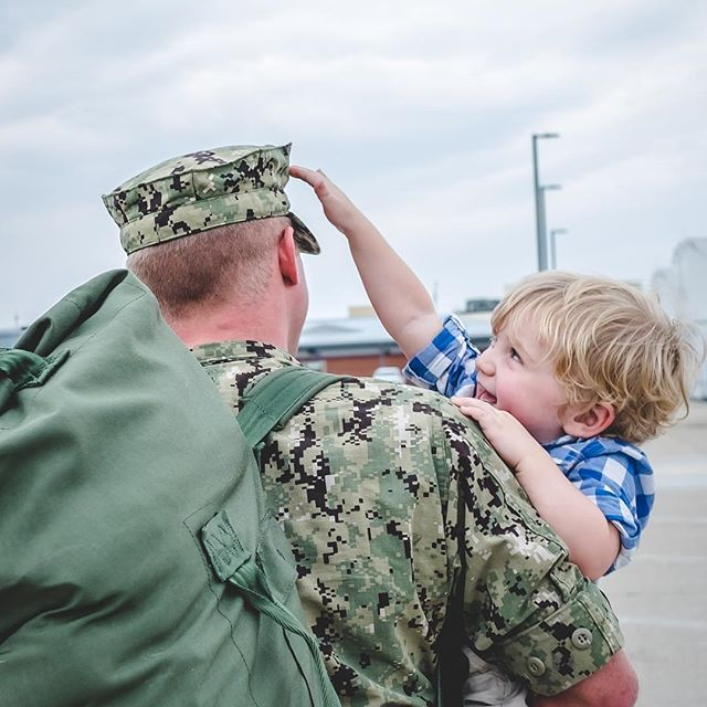 It's these tiny moments, moments of normalcy returning that are my real favorite shots from homecomings ❤️❤️ home isn't a place, it's a feeling and this little boy is finally at home in his Dads arms ❤️