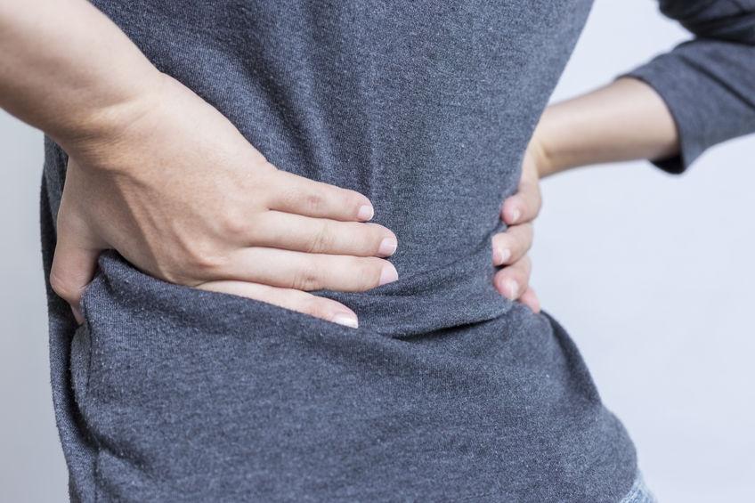 Hva er fysioterapi? Fysioterapeuter jobber med kropp og bevegelse for å fremme god helse. Vi er spesialister på behandling og opptrening av plager/skader med mål om å gjenvinne normal funksjon. Mitt viktigste redskap er en funksjonsundersøkelse som kartlegger årsaken til problemet slik at jeg behandler hovedårsaken til plagen og ikke bare symptomene. Dette er avgjørende for å få en langvarig effekt og dermed unngå at problemet stadig kommer tilbake. Som Fysioterapeuter fokuserer jeg videre på å forebygge tilstander som gir nedsatt funksjon i bevegelsesapparatet.