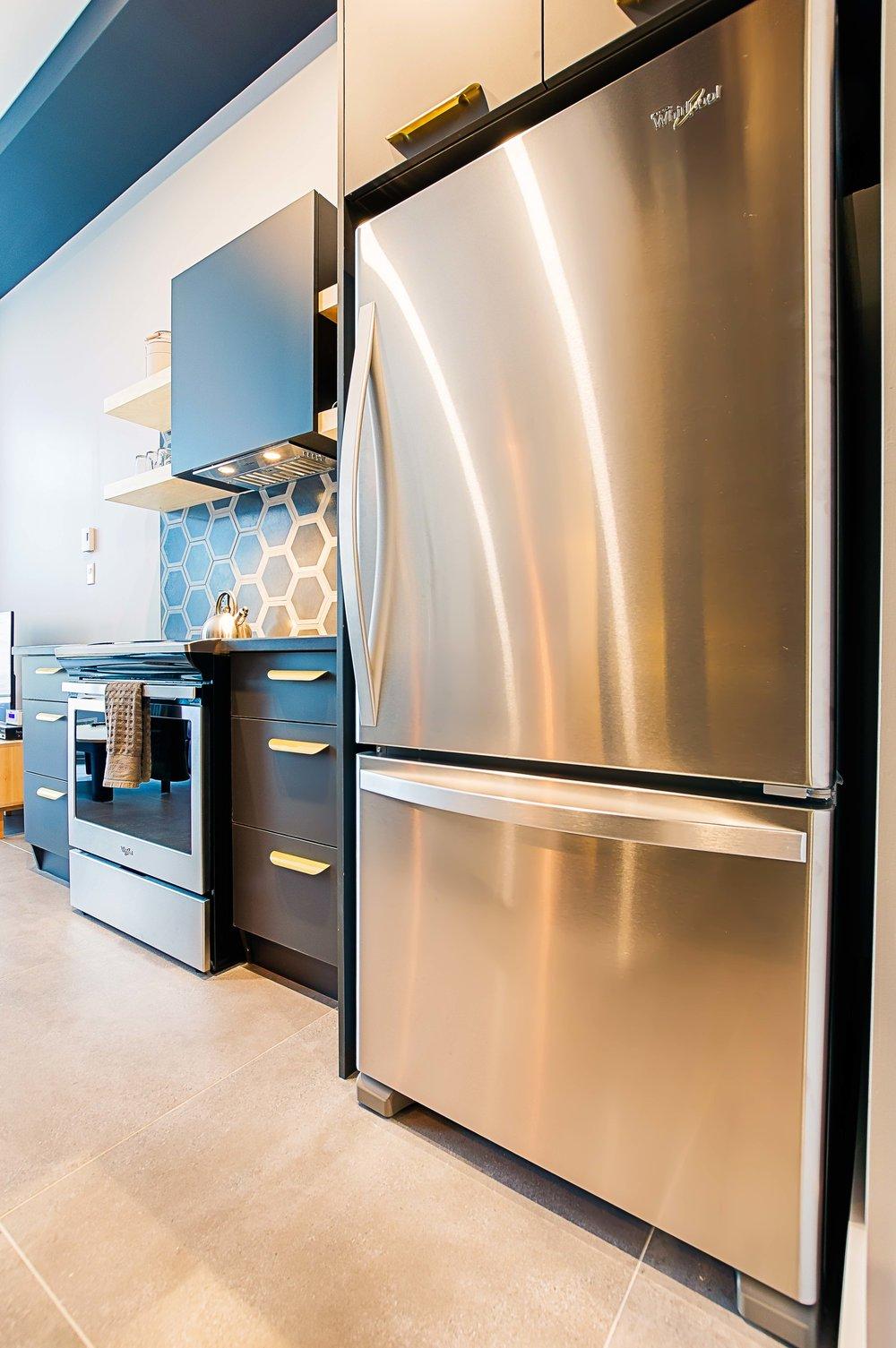 Complete Kitchen  FRIDGE, OVEN, MICROWAVE, COFFEE MACHIne, Dishwasher
