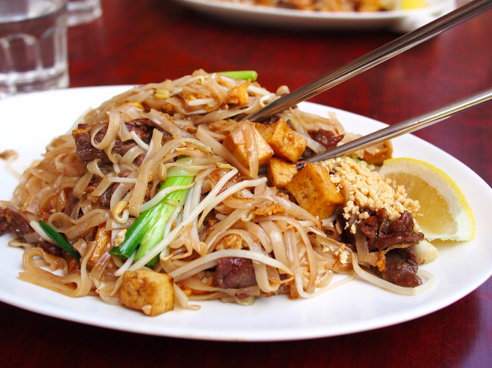PAD THAI NOODLES WITH VEGETABLES