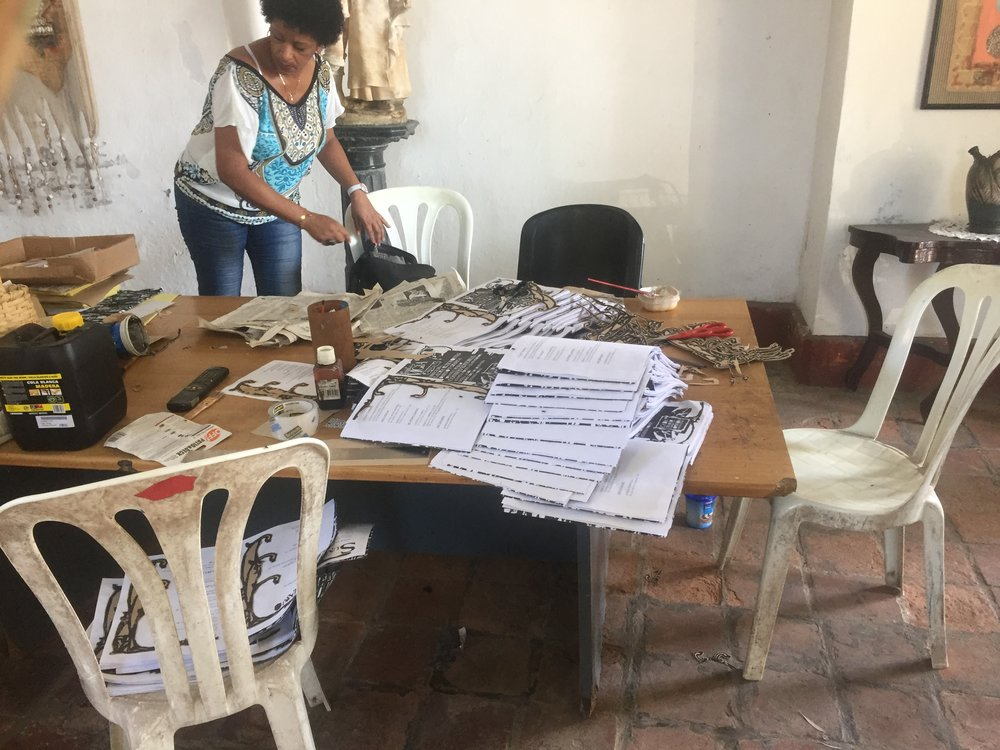 Bookmaking still done by hand in Matanzas for more than 100 years!