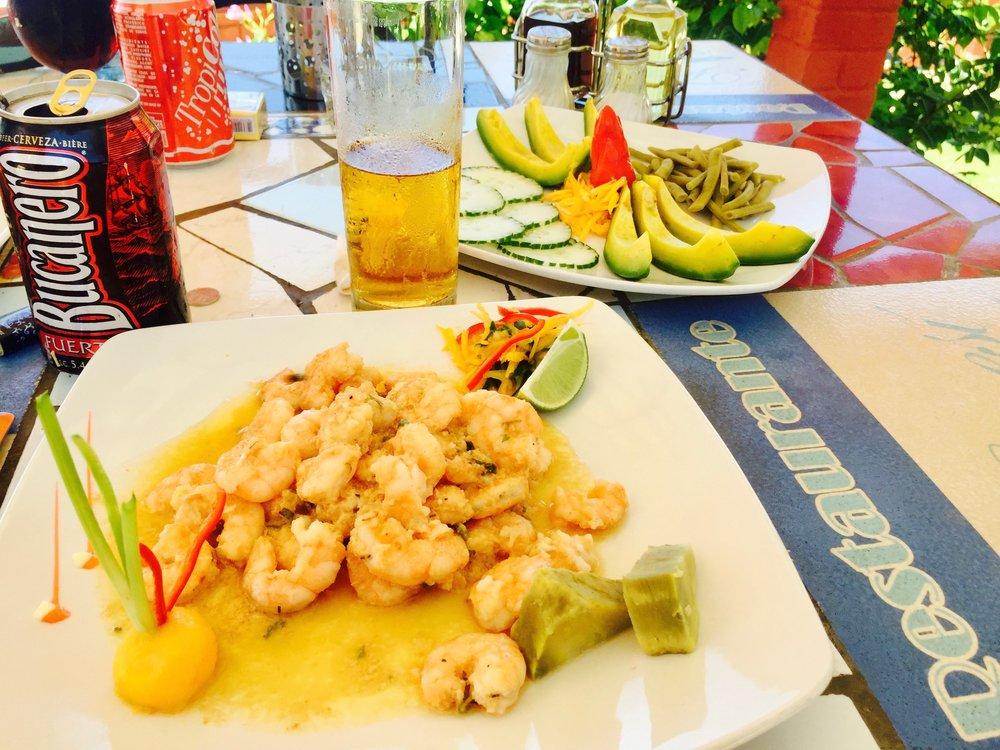 Delicioso Camarones y aguacate fresco anyone?! Yes please. Por supuesto!
