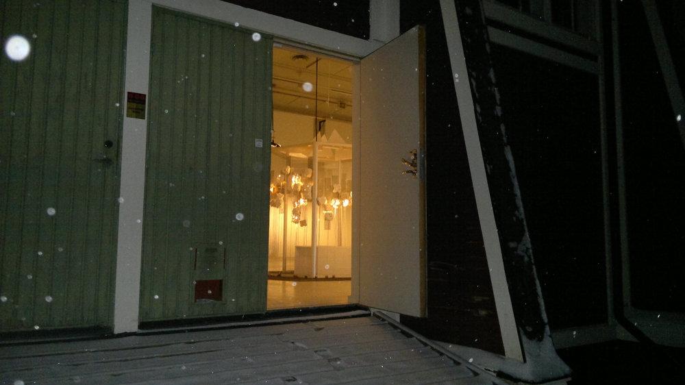 Glowing Conversation Sanctuary of LIVE på K75 - genom dörren på fd Färgfabriken Norr.jpg