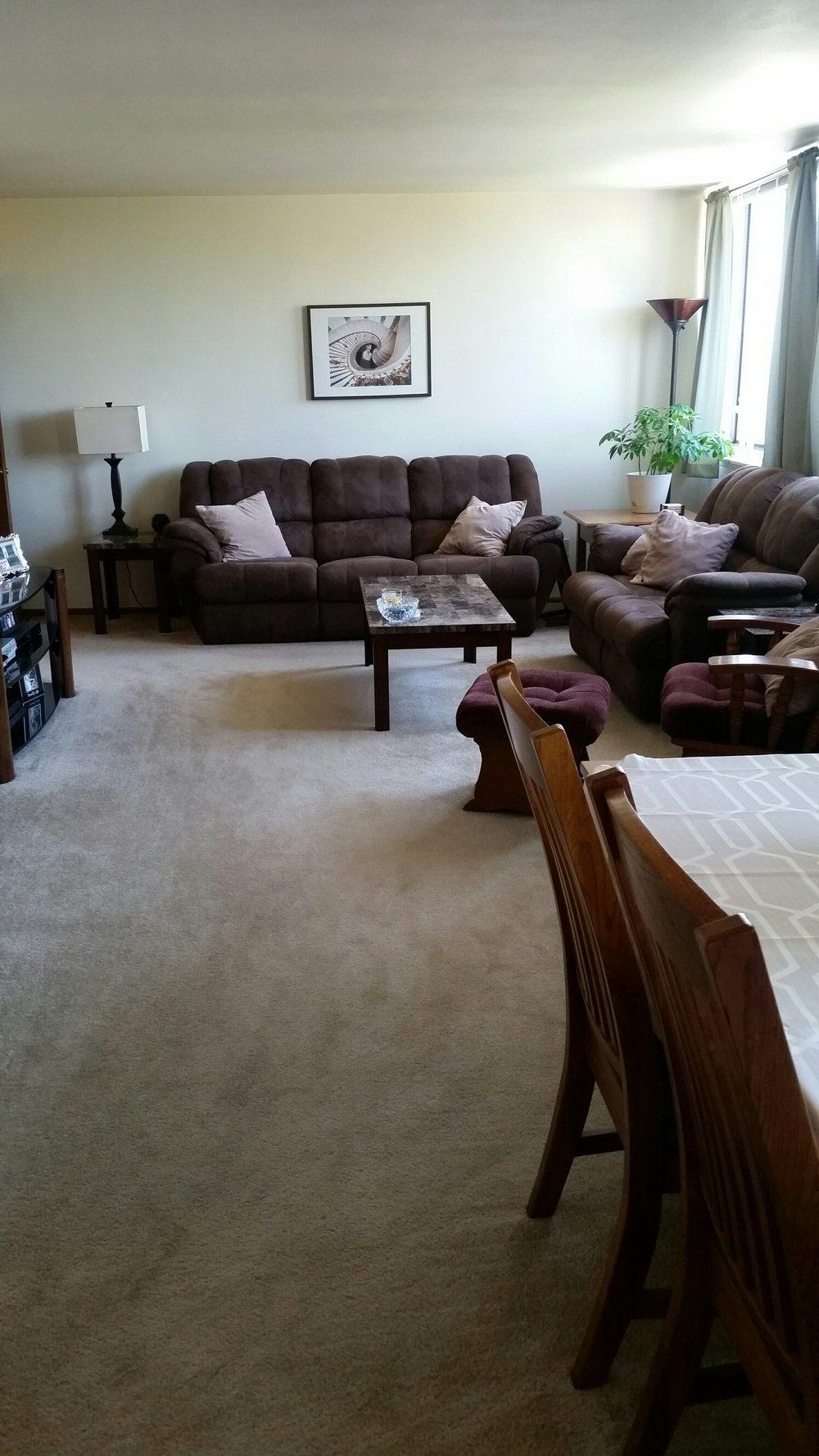 3939 402 living room.jpg