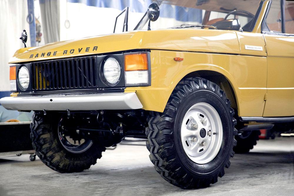 LegacyOverland_1973_RangeRover_shop40.jpg
