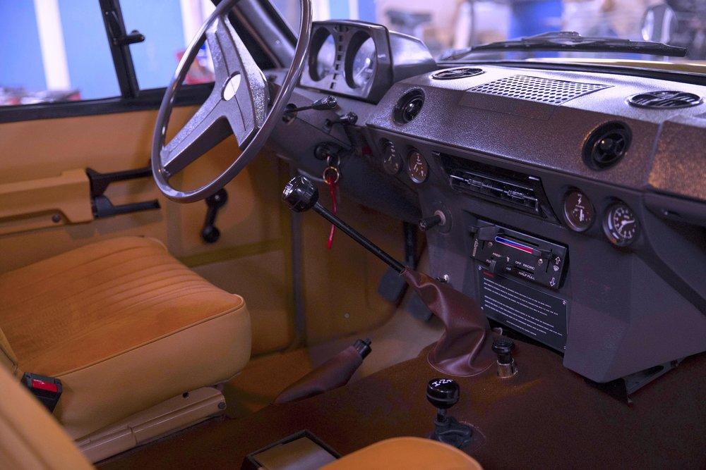 LegacyOverland_1973_RangeRover_shop24.jpg