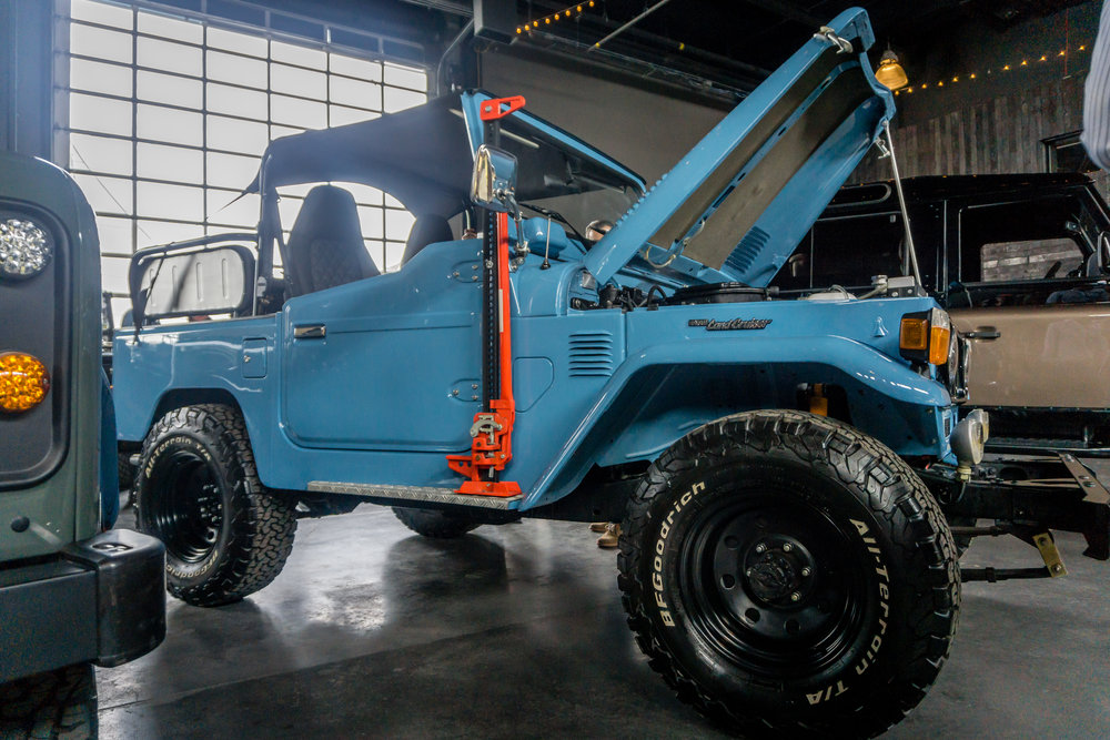 Blue open top FJ40. Photo: R. Faussete