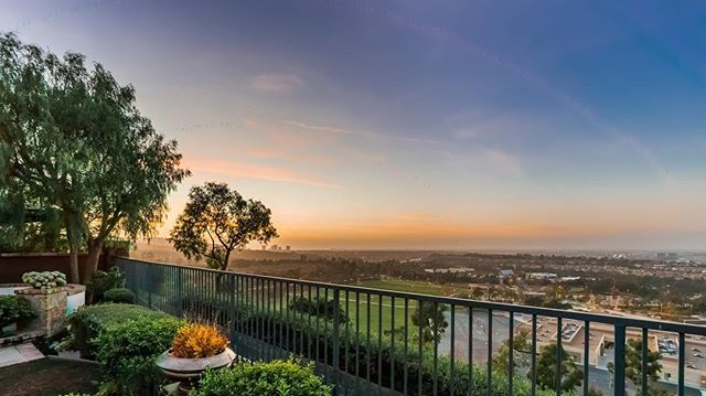 SWIPE → → to see my newest listing in Turtle Ridge. 🌊 and 🌃 views. Check out my story for a full tour! . . 3 bed/2 bath 2400 SQ FT $2.388