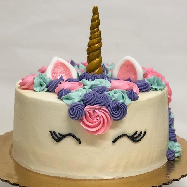 We 💜💜💜Unicorn cakes 🦄 . . . . #unicorncake #unicorn #cake #summer #birthday #birthdaycake #custom TrediciBakery