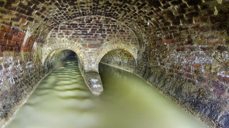 The main and side channel both filled with water.