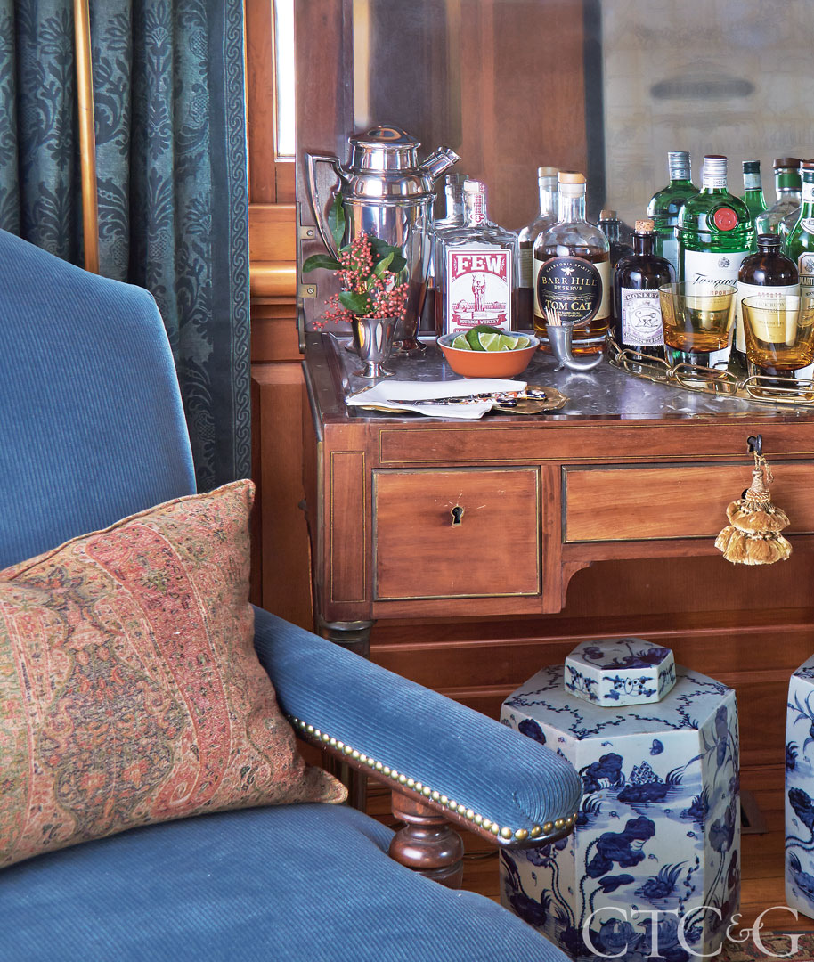 Riverside-Greenwich-Home-Tour-Designer-Lisa-Hilderbrand-Bar.jpg