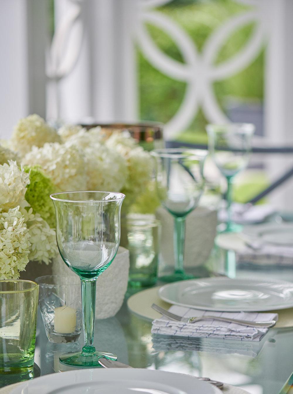 Hilderbrand-Interiors_Poolhouse-New-canaan-tabletop-©Jane Beiles-1808175020.jpg