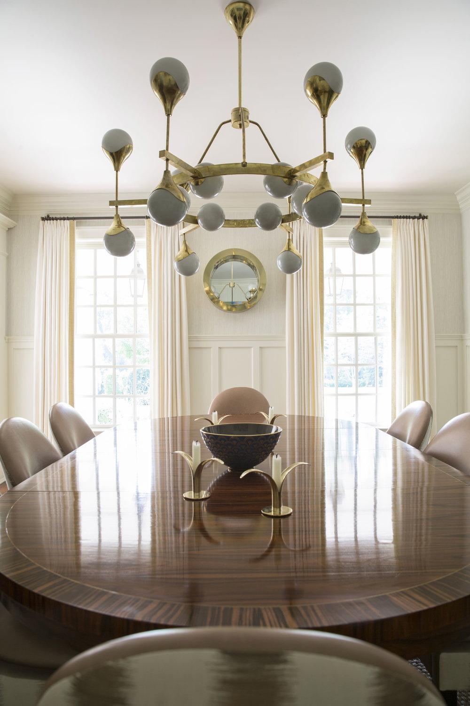 Zf_Hilderbrand-Interiors_Dining_Table_64416.jpg