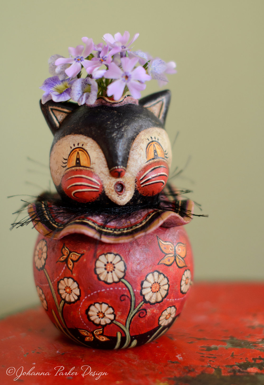 Flower keeper cat