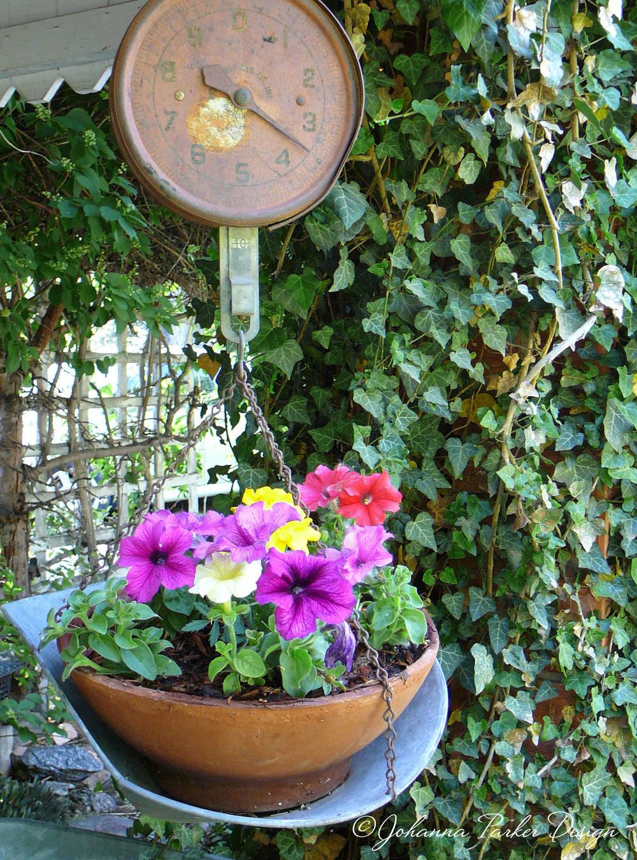 Flower scale
