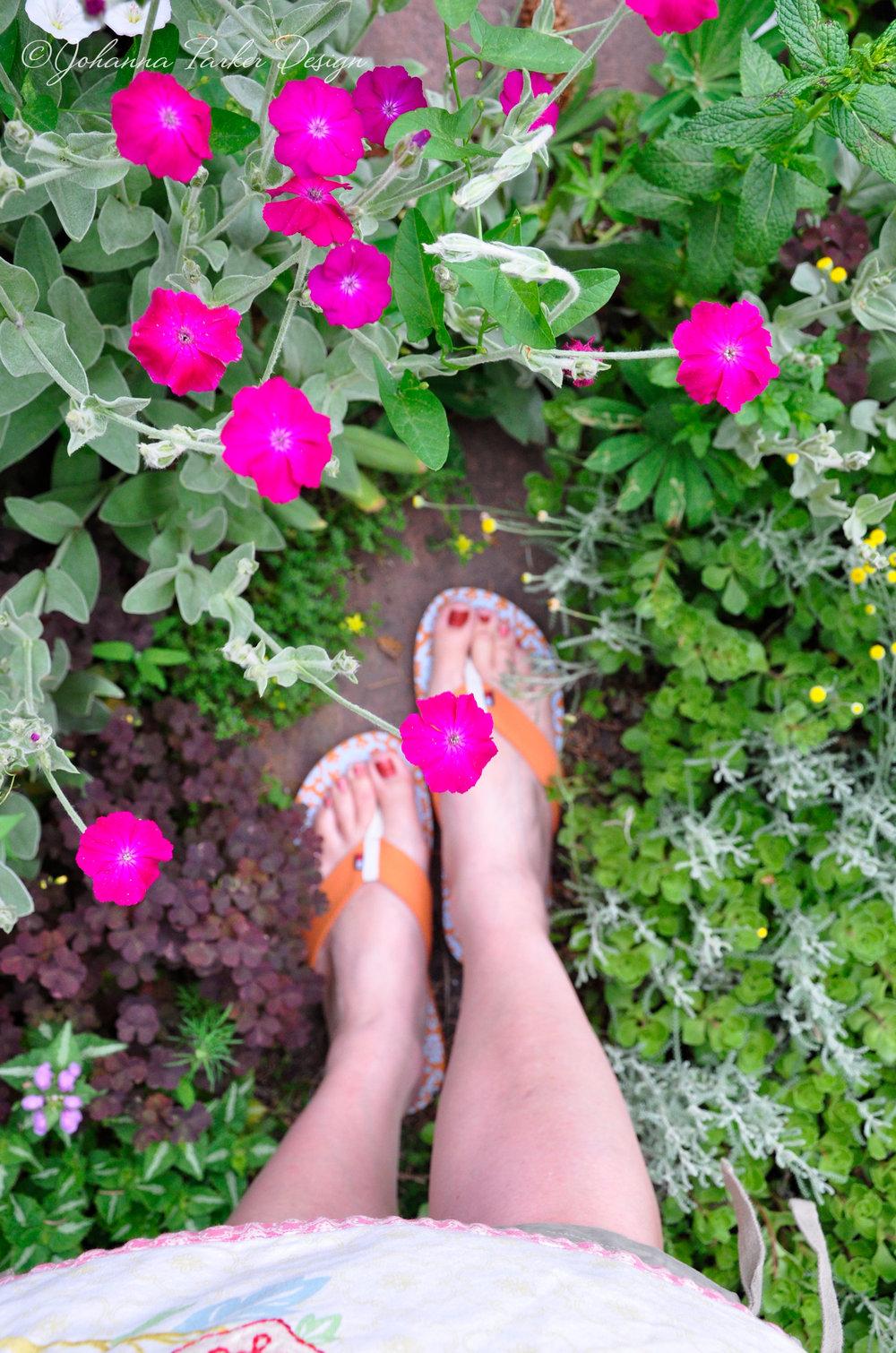 Garden path feet