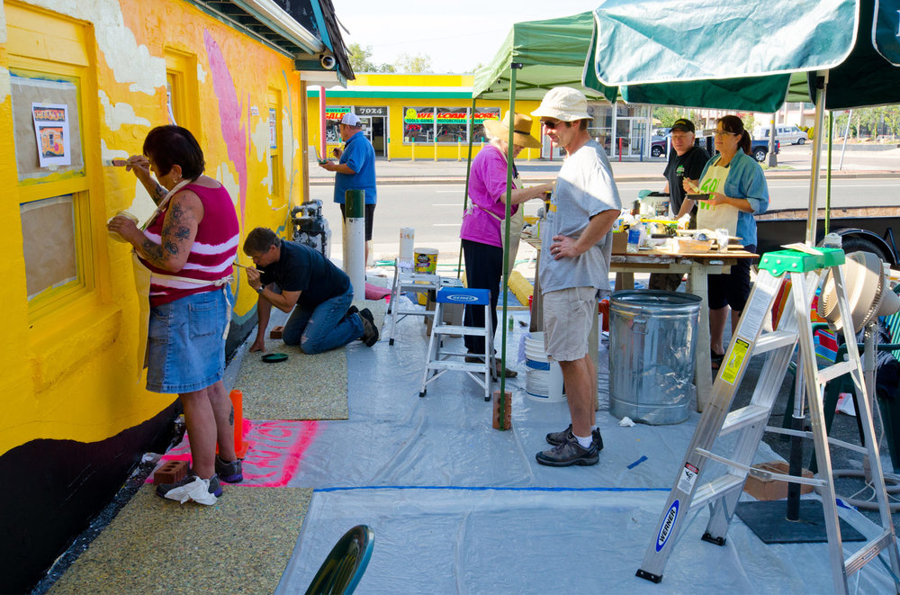 Kings Rest 40W Mural paint day