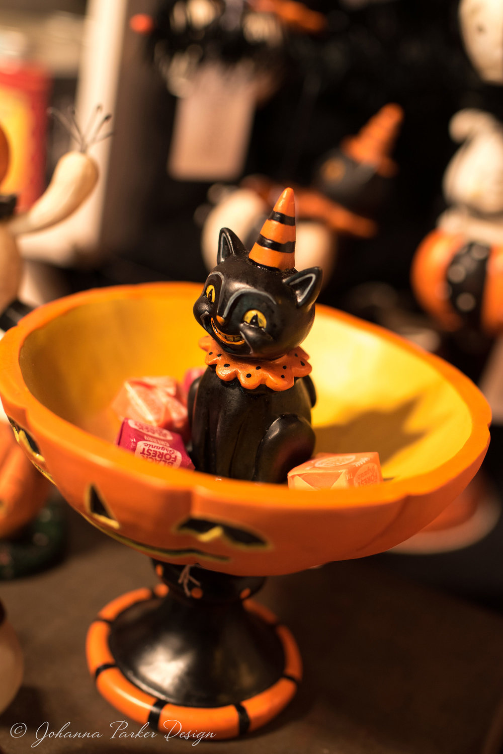 A grinning black cat candy stand to go with your sweets!