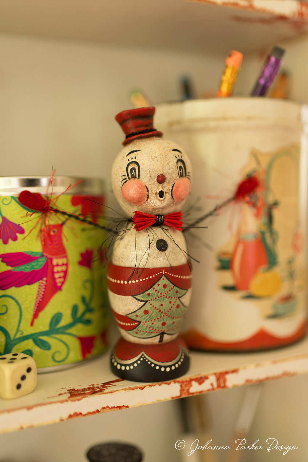 A festive snowman egg cup whistles a merry tune!